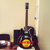 Hard Rock kafe üçün hazırlanmış gitara maketi